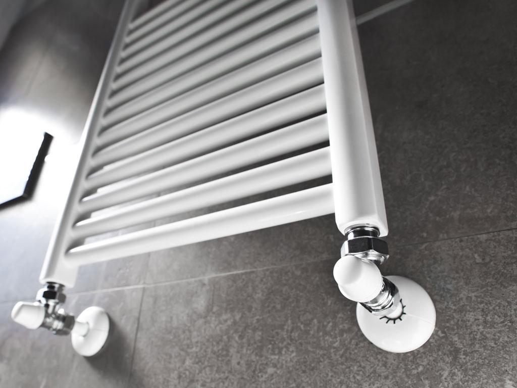 Radiator, kranen, douchecabines en ander sanitair installeren